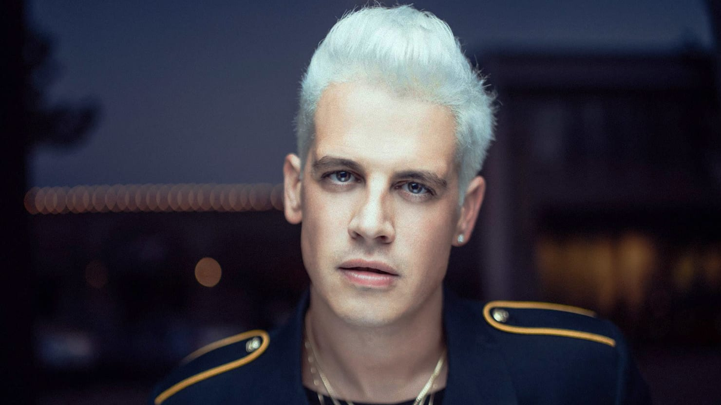 Hairstyle Editor For Men Breitbart Editor Milo Yiannopoulos Takes 100000 For Charity
