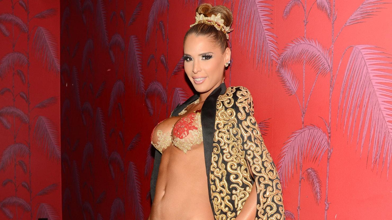 Transgender Model Carmen Carrera Says She Wants To Walk The Victoria's  Secret Show