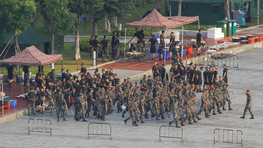 Trump Tweets to Xi Jinping as China's Paramilitary Forces Carry Out Drills on Hong Kong Border