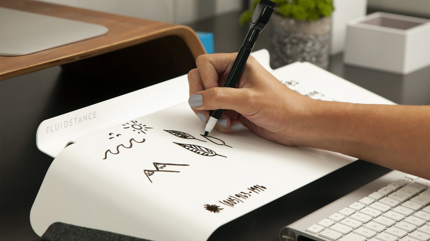 This Elegantly-Designed Desktop Whiteboard Will Solve All Your Desk Problems
