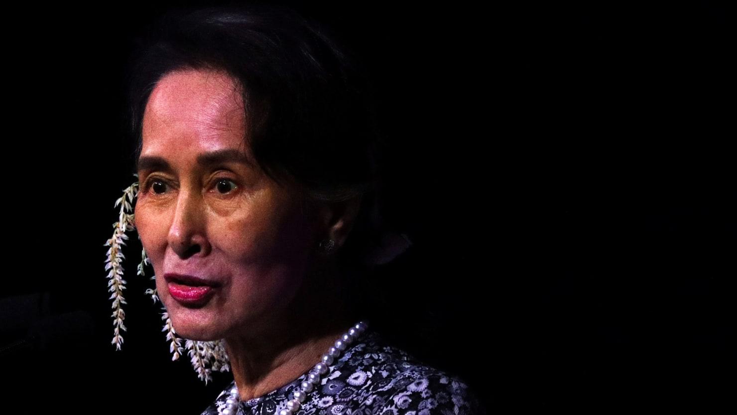 Myanmar Leader Aung San Suu Kyi Stripped of Amnesty's Human Rights Award
