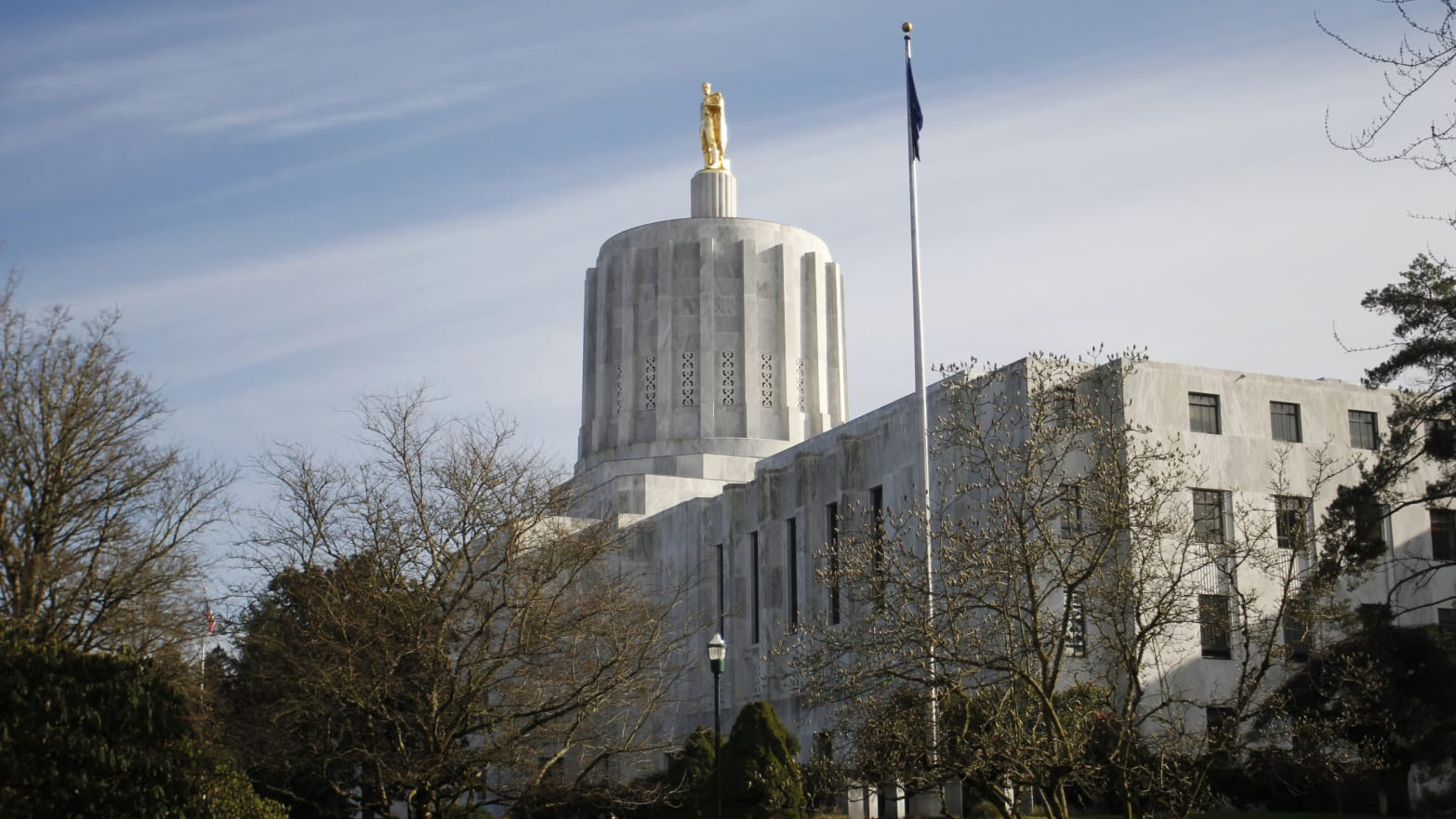 Oregon Statehouse Shut Down After Lawmakers Flee, Team Up With Right-Wing Militias