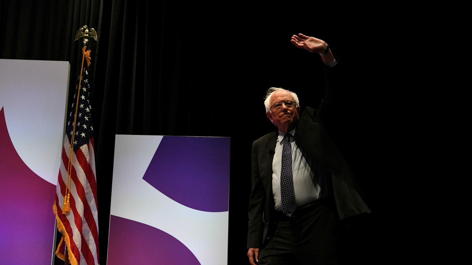 Bernie Sanders First to Sign Pledge to Rally Behind Democratic Nominee