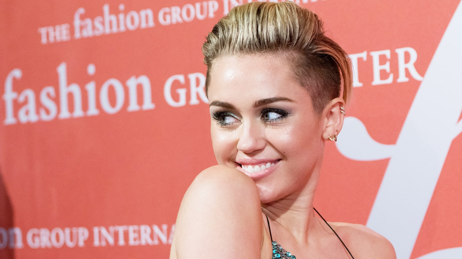 Miley Cyrus Did Not Diss Beyonce in 'LOVE'; Former Louis Vuitton CEO Receives Legion D'Honneur