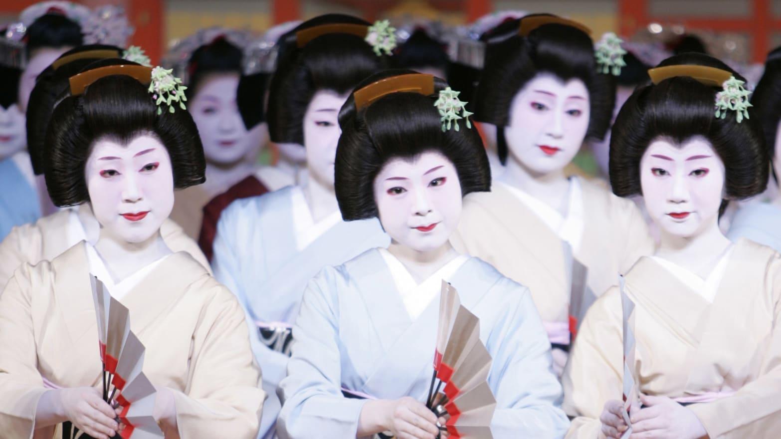 https://img.thedailybeast.com/image/upload/c_crop,d_placeholder_euli9k,h_1439,w_2560,x_0,y_0/dpr_1.5/c_limit,w_1044/fl_lossy,q_auto/v1492195722/articles/2014/09/01/bar-hopping-with-the-kyoto-geisha/140831-foreman-geisha-tease_fjmf9z