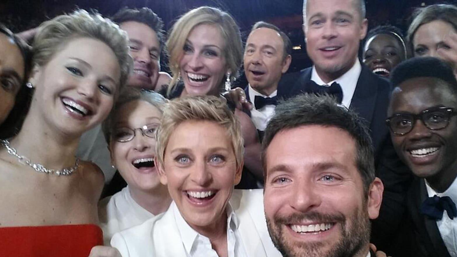 Ellen's Epic Oscar Selfie Is Now the Most Retweeted Tweet Ever
