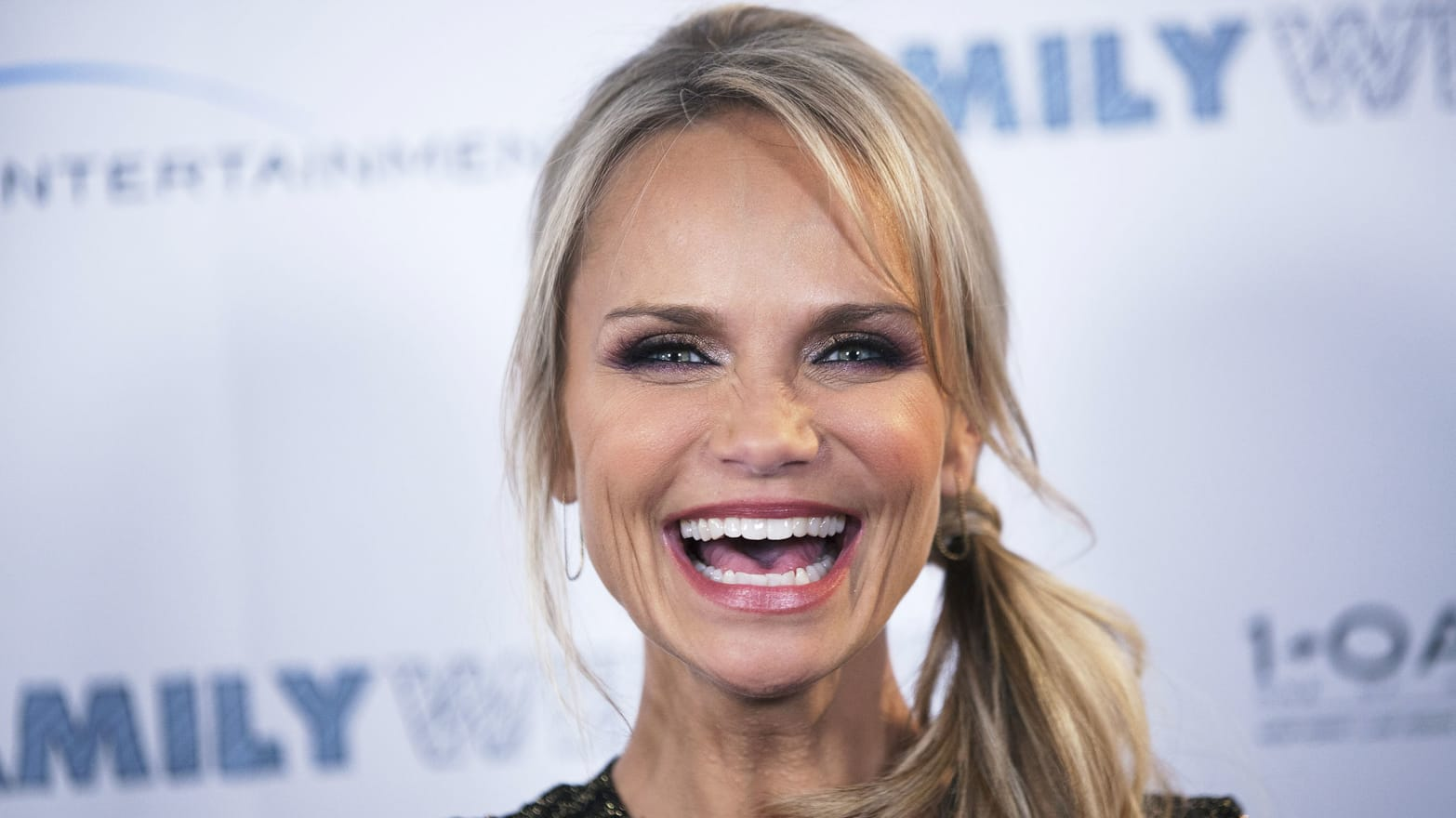 Watch Kristin Chenoweth video