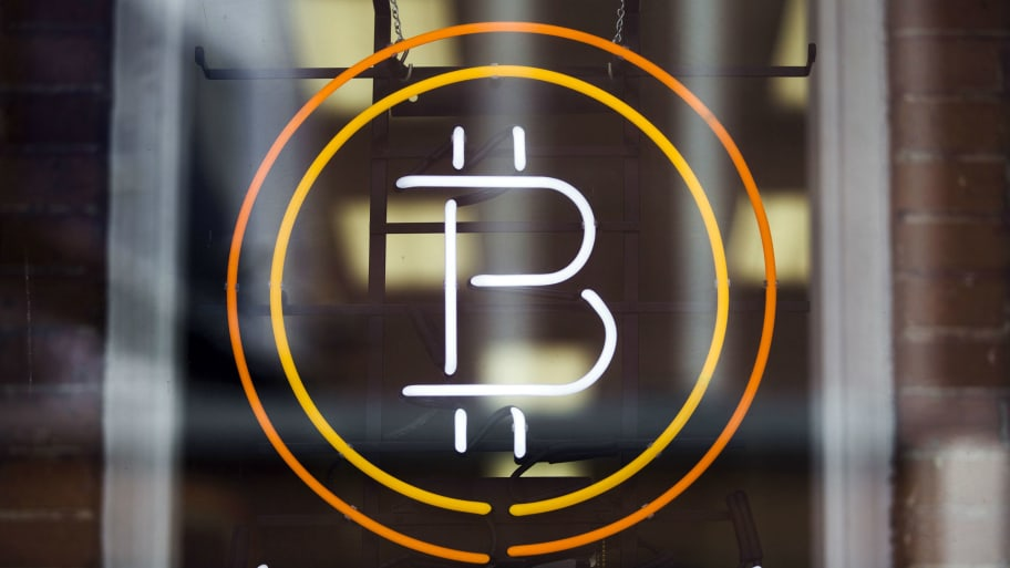 Agents arrested for stealing bitcoins i bet you look good on the