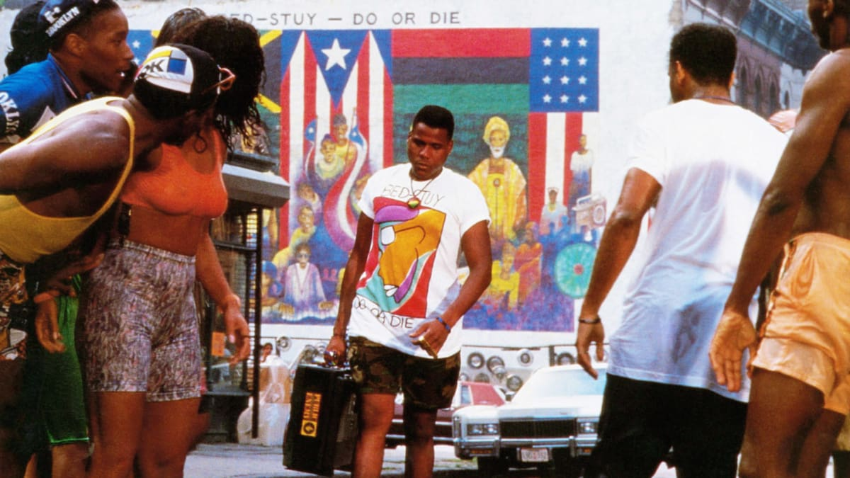 spike lees do the right thing Color evokes emotion spike lee, the director of do the right thing (1989), makes sure the audience understands how the heat is affecting the characters on the day the film takes place, and to do this he uses color.