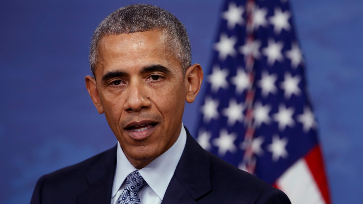 how does obama make his 2008 The 44th president of the united states, author and the most popular person in the world, barack hussein obama ii, has an estimated net worth of $40 million, excluding the $14 million in nobel prize money he donated to charity and his primary home.