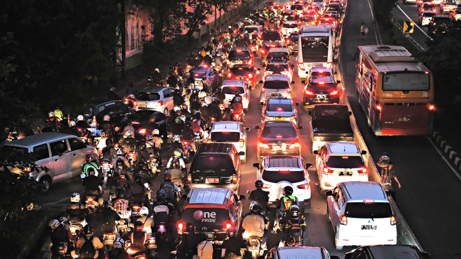 12 die in massive indonesian traffic jam