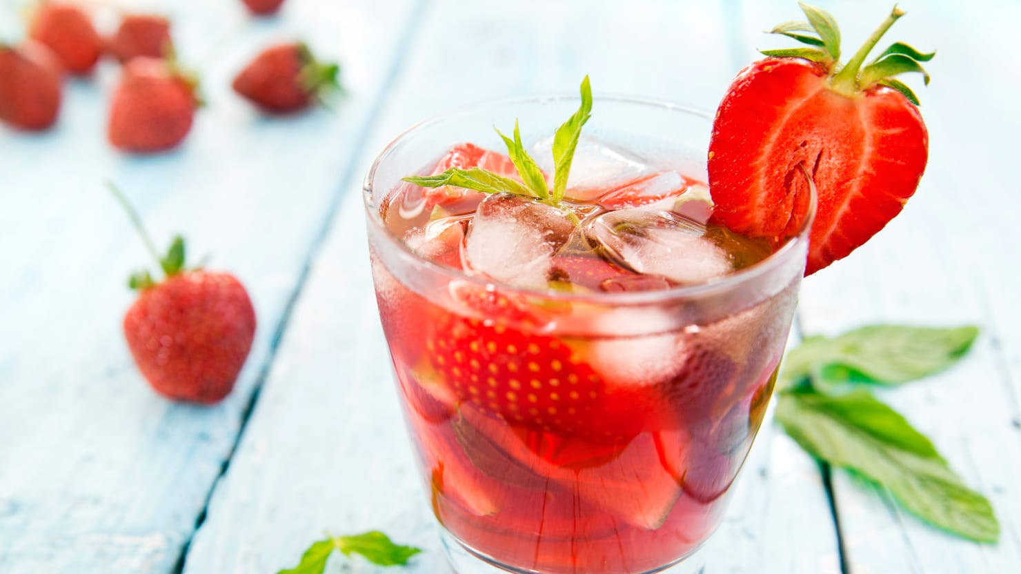 How to Make the Best Strawberry Cocktails This Summer