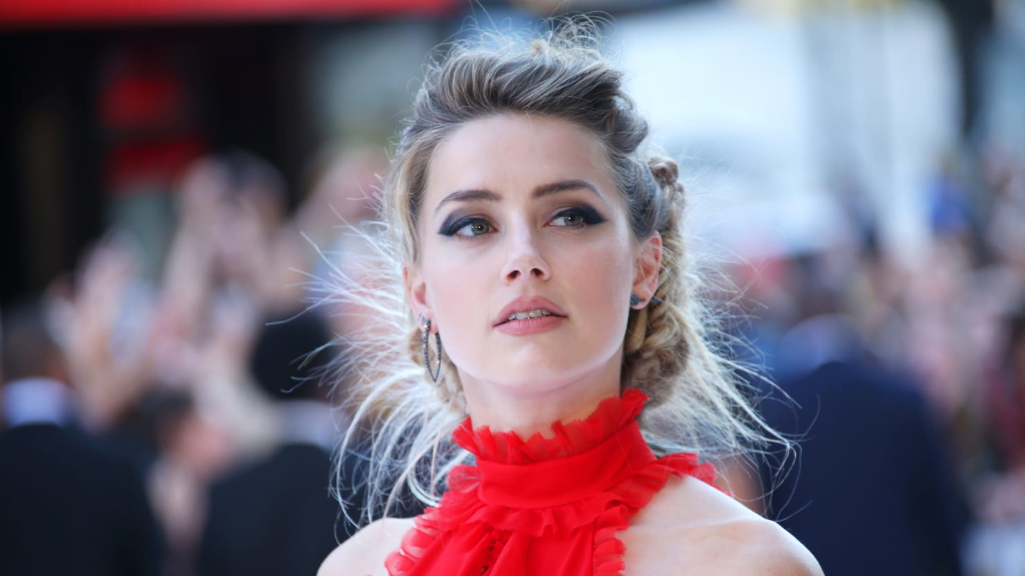 amber heard forced to defend herself against media s icky smear campaign