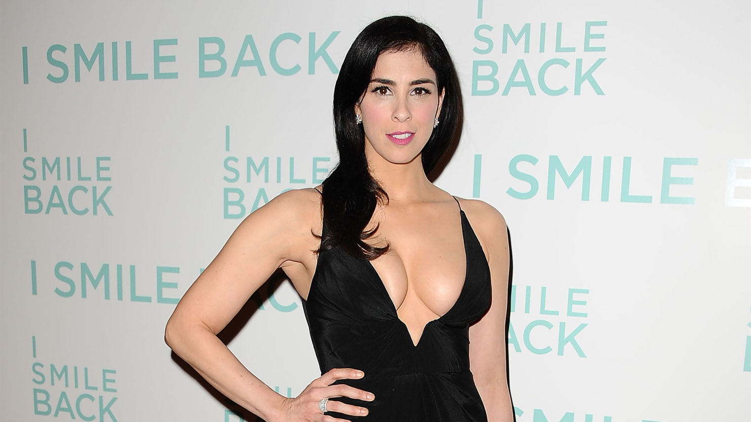 sarah silverman's knockout dress shows why chest is best