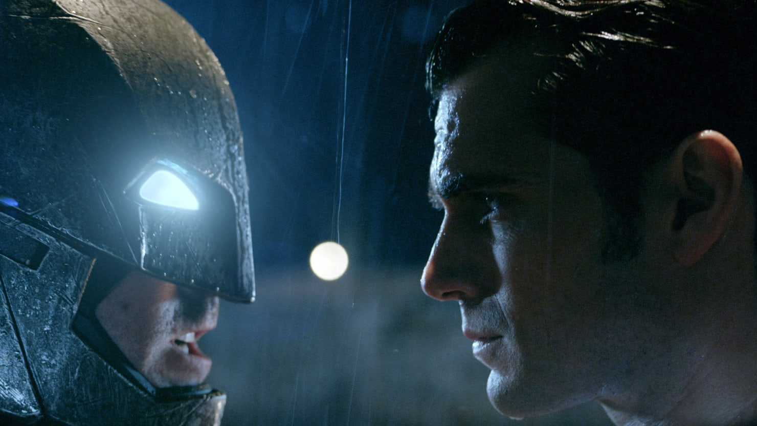 Zack Snyder: Sorry Marvel, 'Batman v. Superman' Transcends Superhero Movies