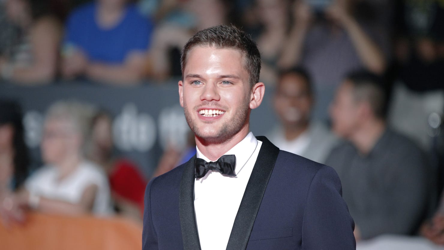 Stonewall Star Jeremy Irvine Defends His Hated Movie-2616