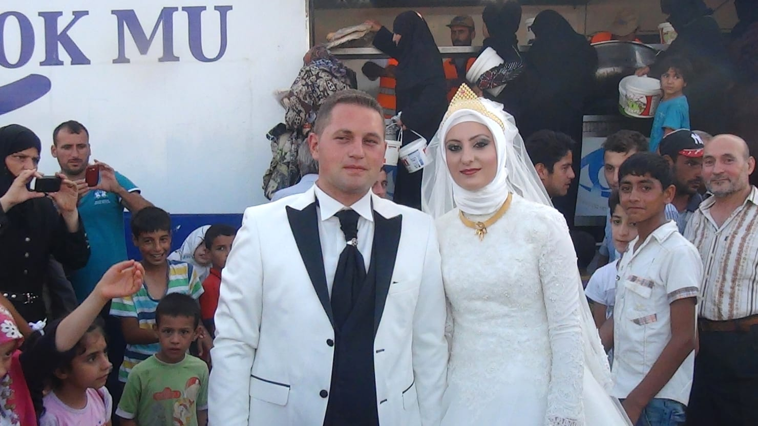 This Luminous Turkish Newlywed Spent Her Wedding Day Running A Bread Line For Thousands Of Starving Syrian Refugees