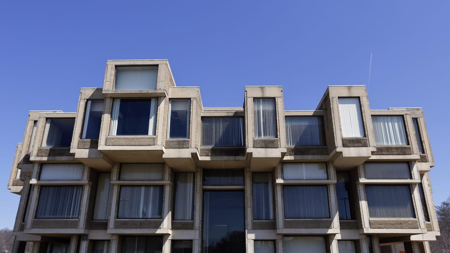 Should we demolish or cherish brutalist architecture for Architecture brutaliste