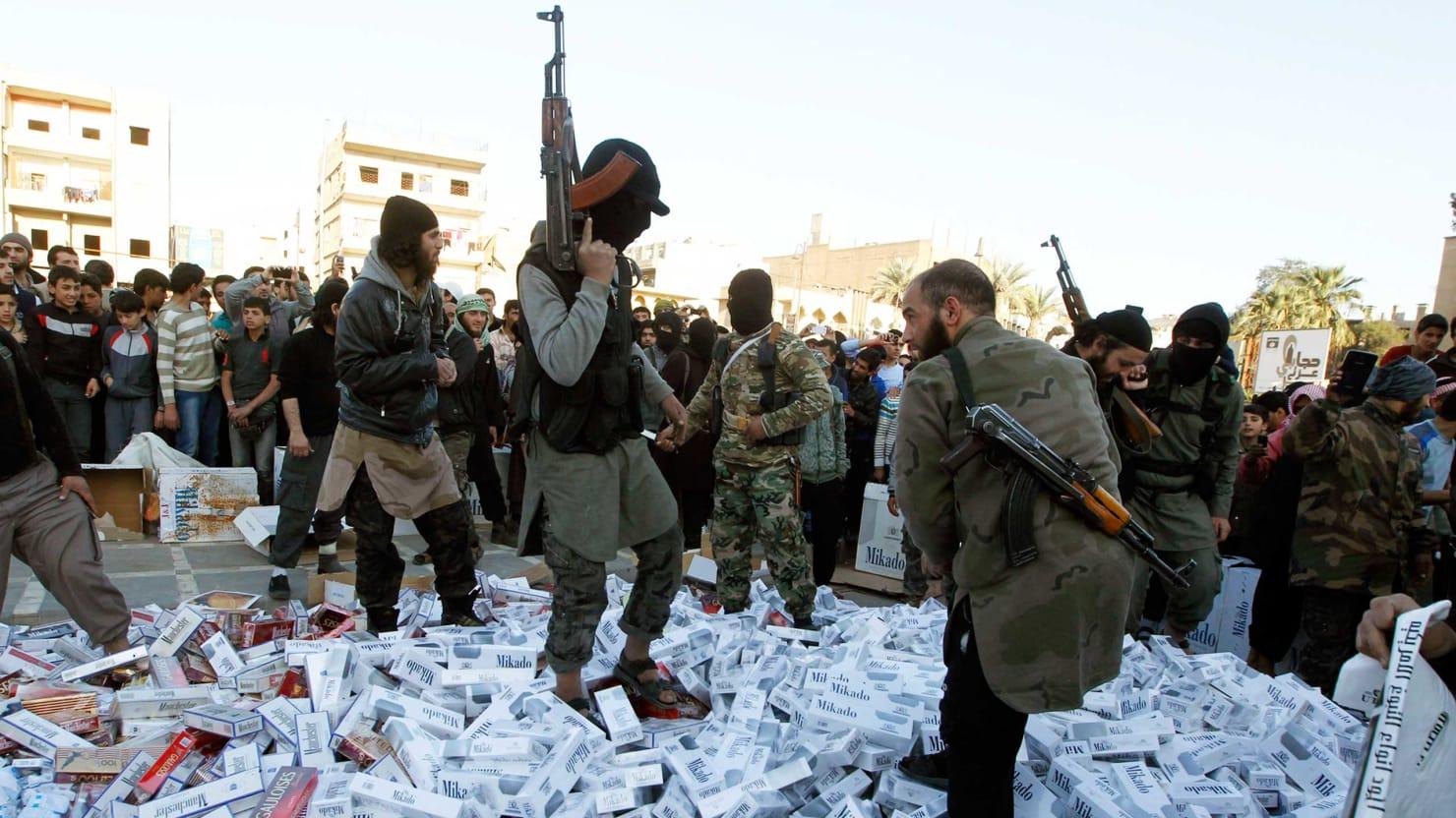 Smokers Rebel Against ISIS Cig Ban