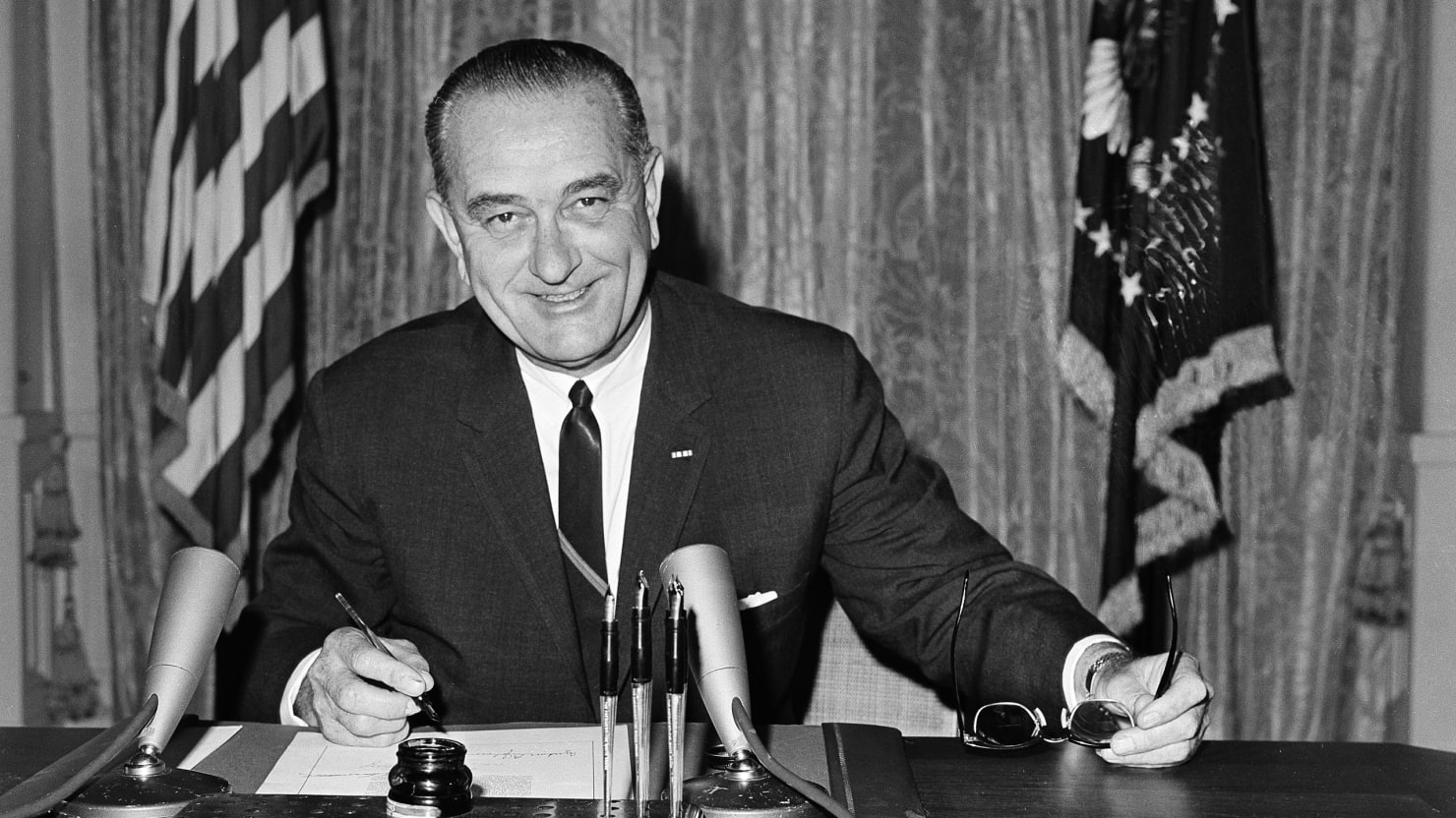 lyndon johnson and the great society Lyndon baines johnson (stonewall, texas, 27 de agosto de 1908-ibídem, 22 de enero de 1973), conocido por sus iniciales,  (the great society):.
