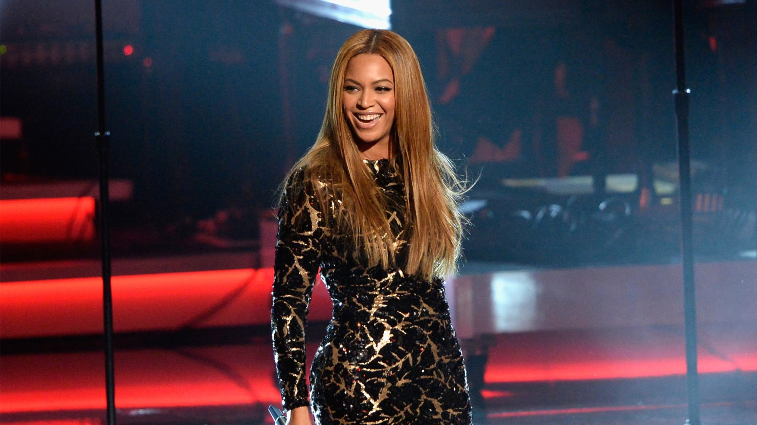 The Undoctored Truth About Beyoncé's Beauty: Is Fashion Getting Real?