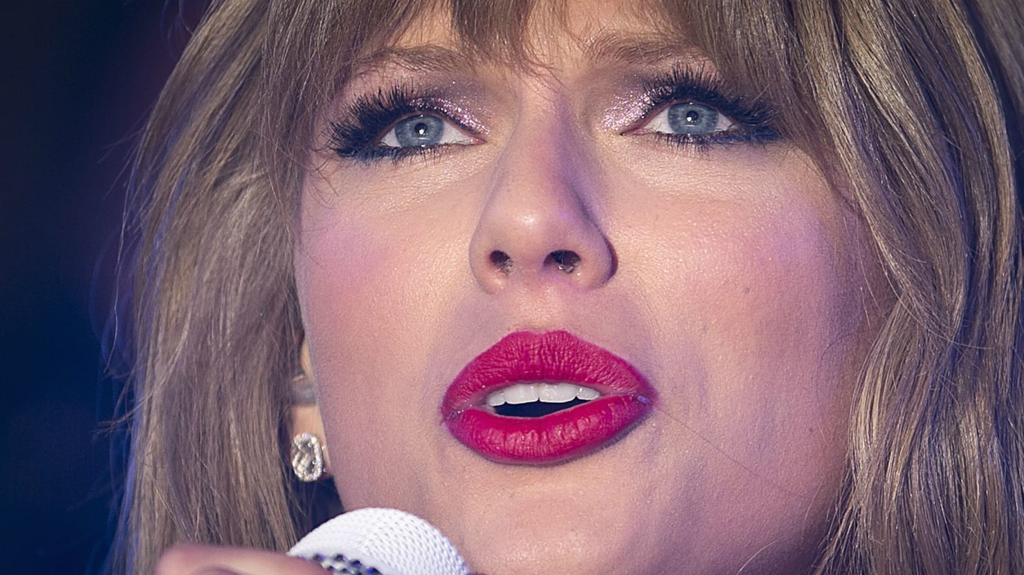 Taylor Swift Slams Nude Pics Threat-6545