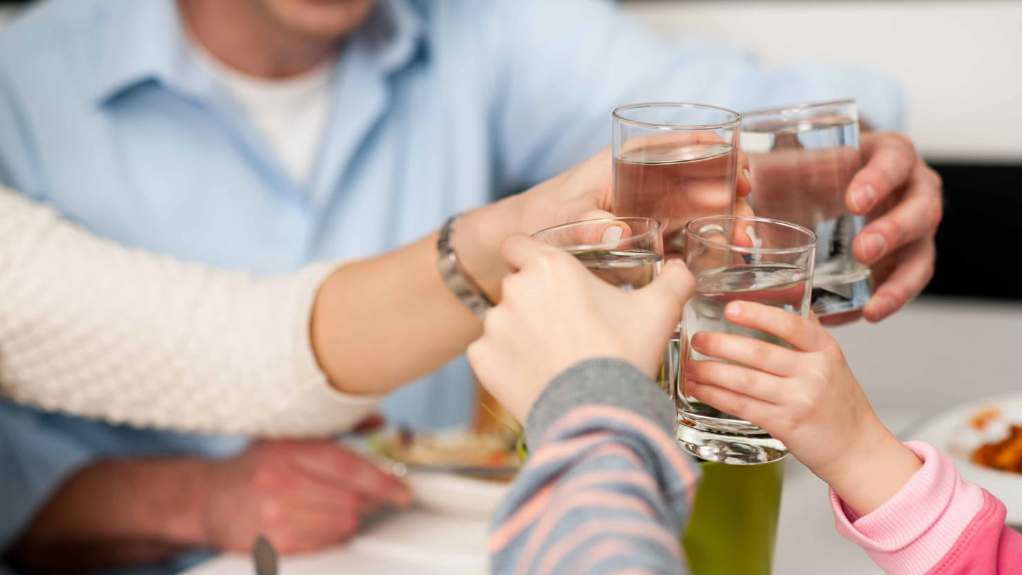 Quora Q Does Drinking Water During Meals Help Or Hinder