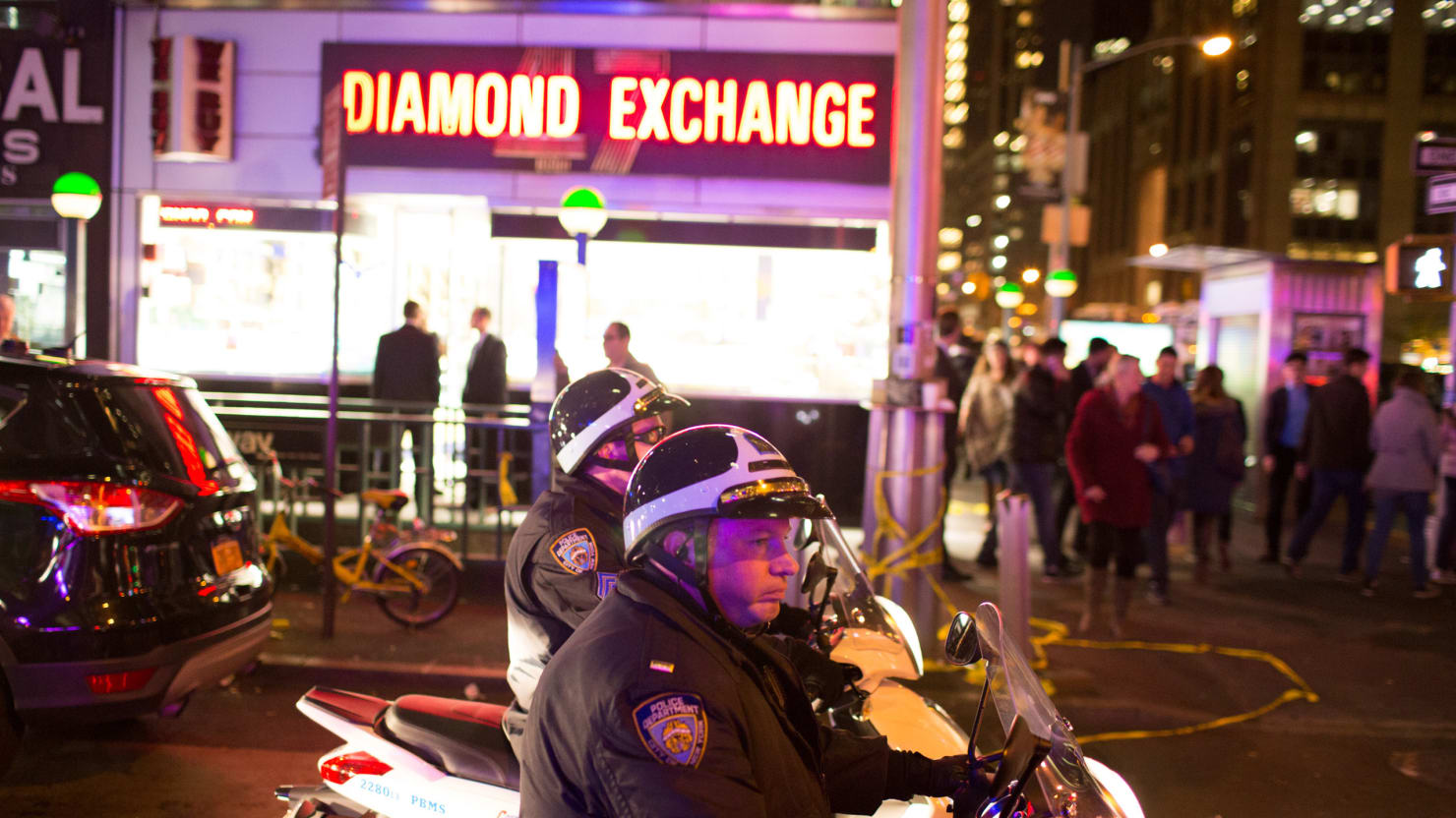 How to Get Away With Stealing $2 Million in Jewelry in the Heart of New York
