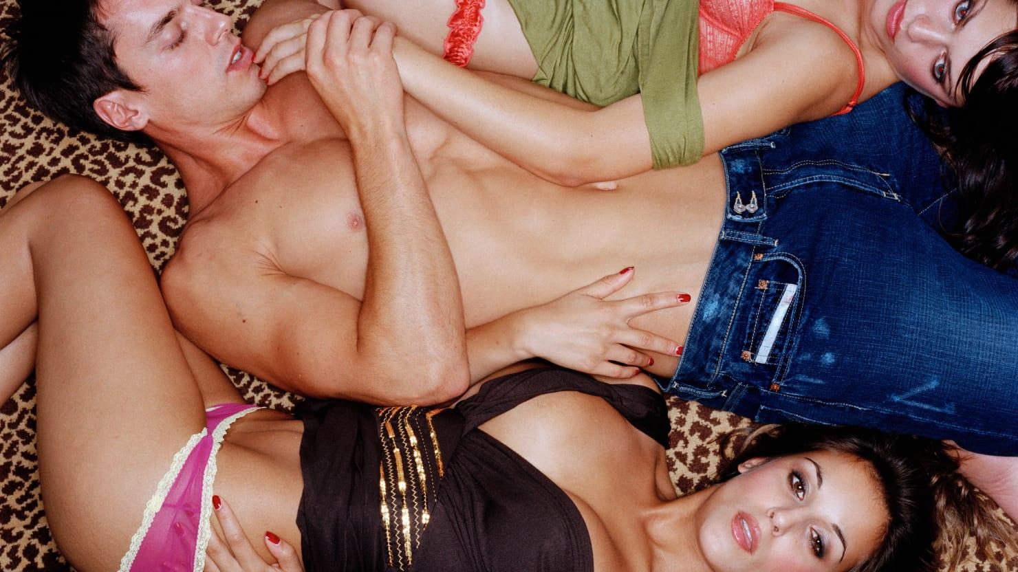 mad guys hot threesome