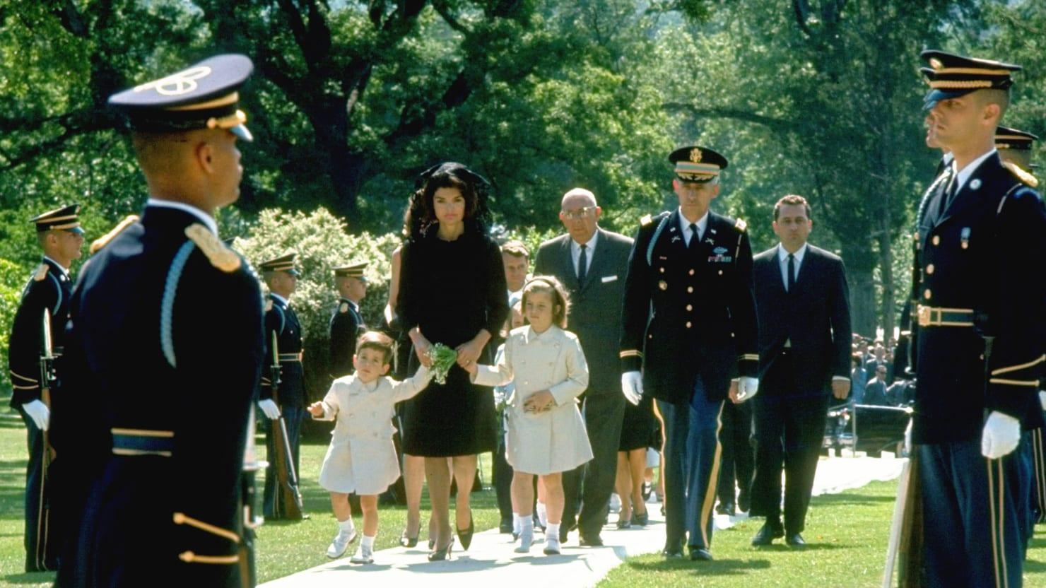 Jackie Kennedy S Return To Arlington