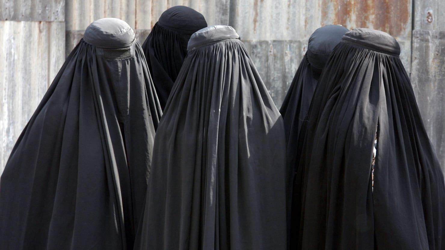 Burka estas la preferata kostumo de Zorajdo