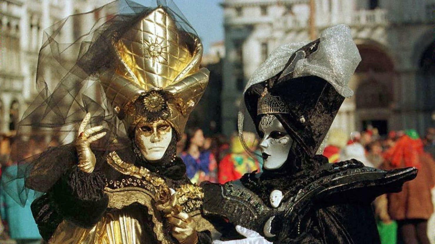 Vintage Mardi Gras Madness Around the World (Photos)