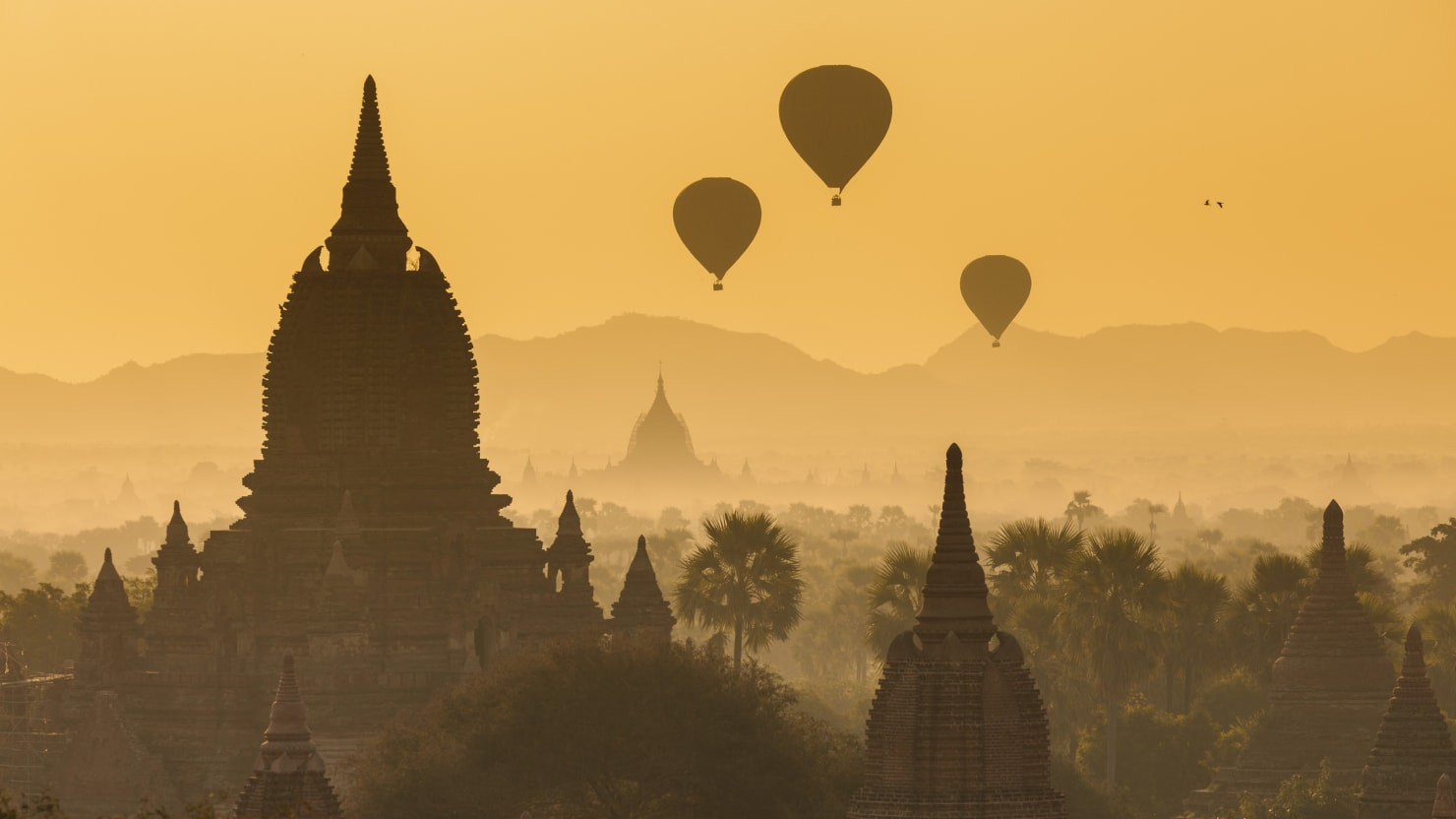 Temple Hopping in the Paradise of Bagan, Burma