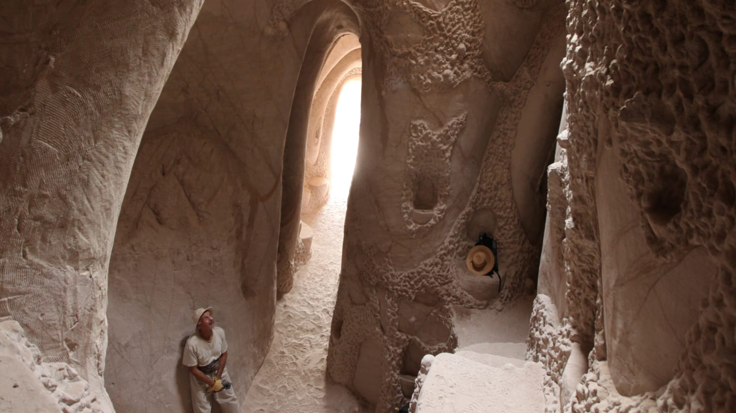Man Digs Cave Art : New mexico s amazing man made caves