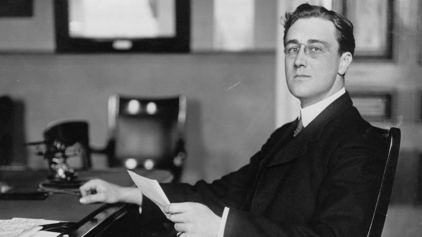 a biography of franklin delano roosevelt a president of the united states of america This is a biography of franklin d roosevelt a president and true american hero president franklin d roosevelt was both a manor-born cousin of teddy roosevelt and a man of the people he took.