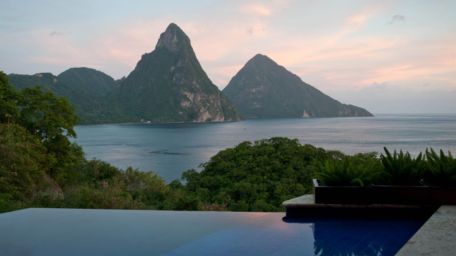 Nine Jaw-Dropping Hotel-Room Views Around the World (Photos)