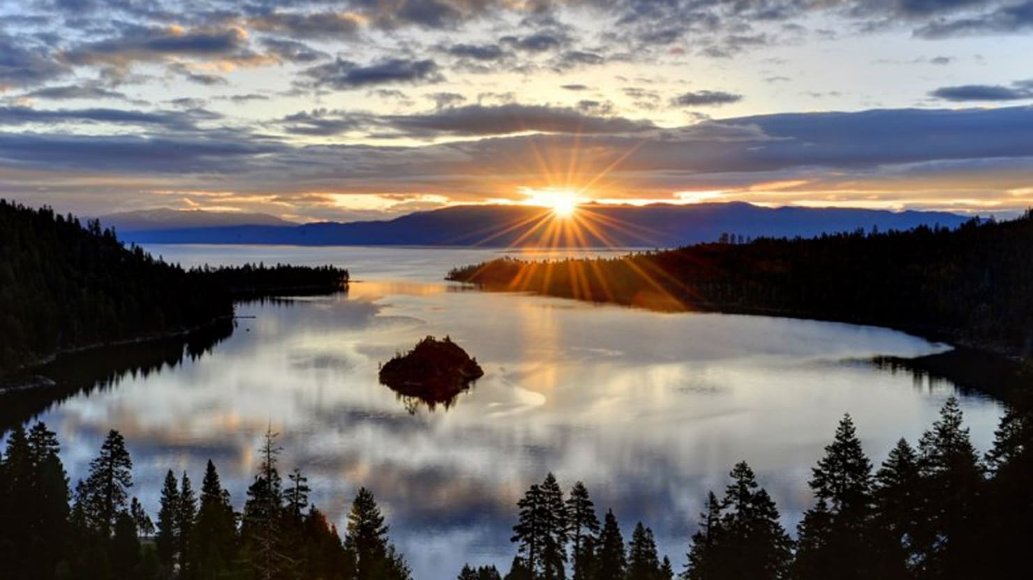 America's Top 10 Lakes to Visit This Fall (Photos)