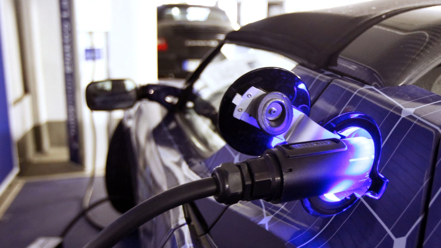 Tesla Motors CEO Elon Musk Unveils New Battery Swap System for Model S
