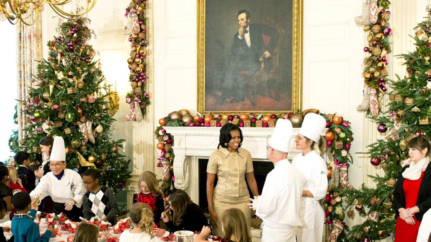 Obamas Deck The White House Halls