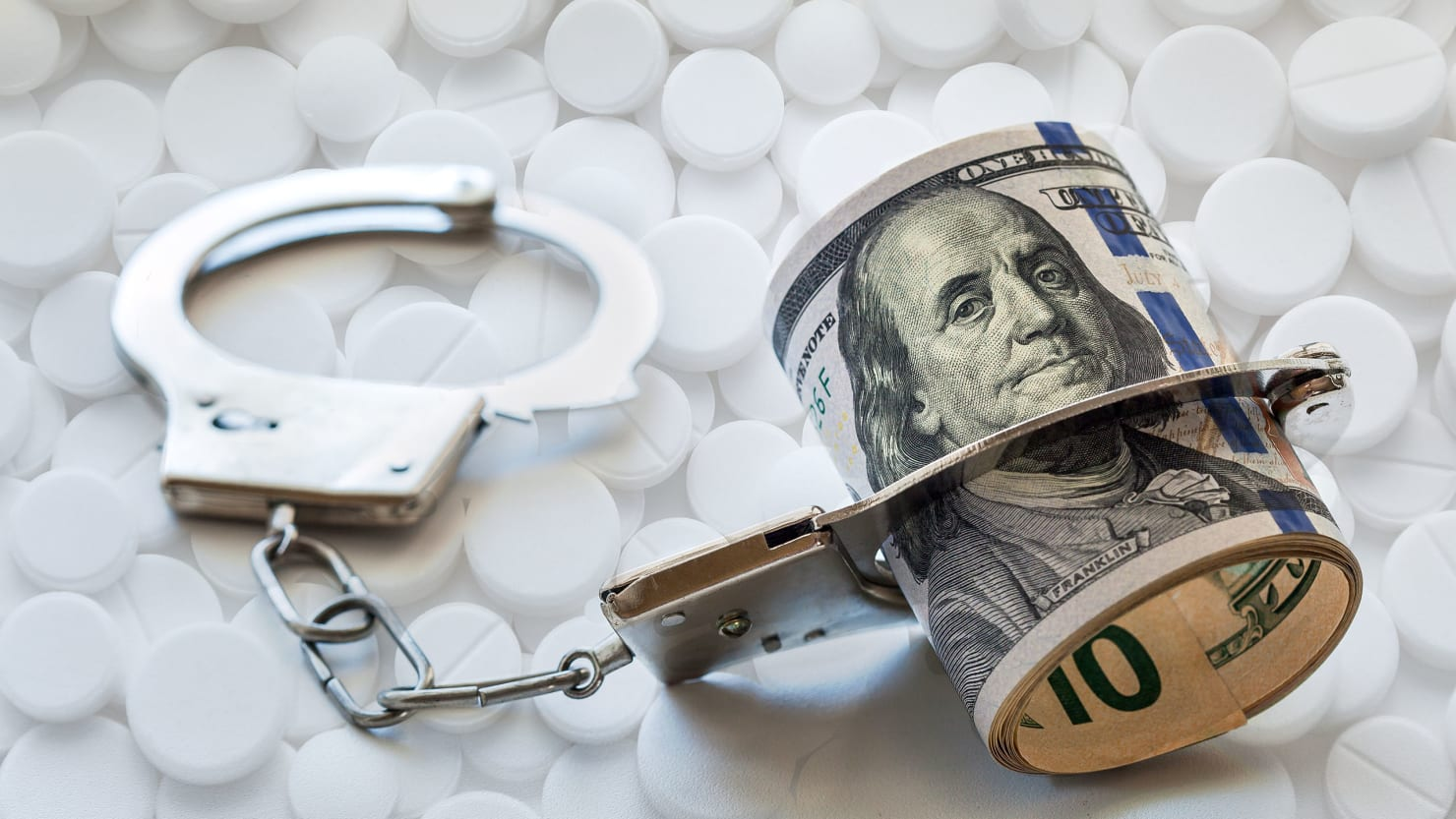drug laws There is no requirement for most private employers to have a drug-free workplace policy of any kind the exceptions to this are federal contractors and grantees, as well as safety- and security-sensitive industries and positions.