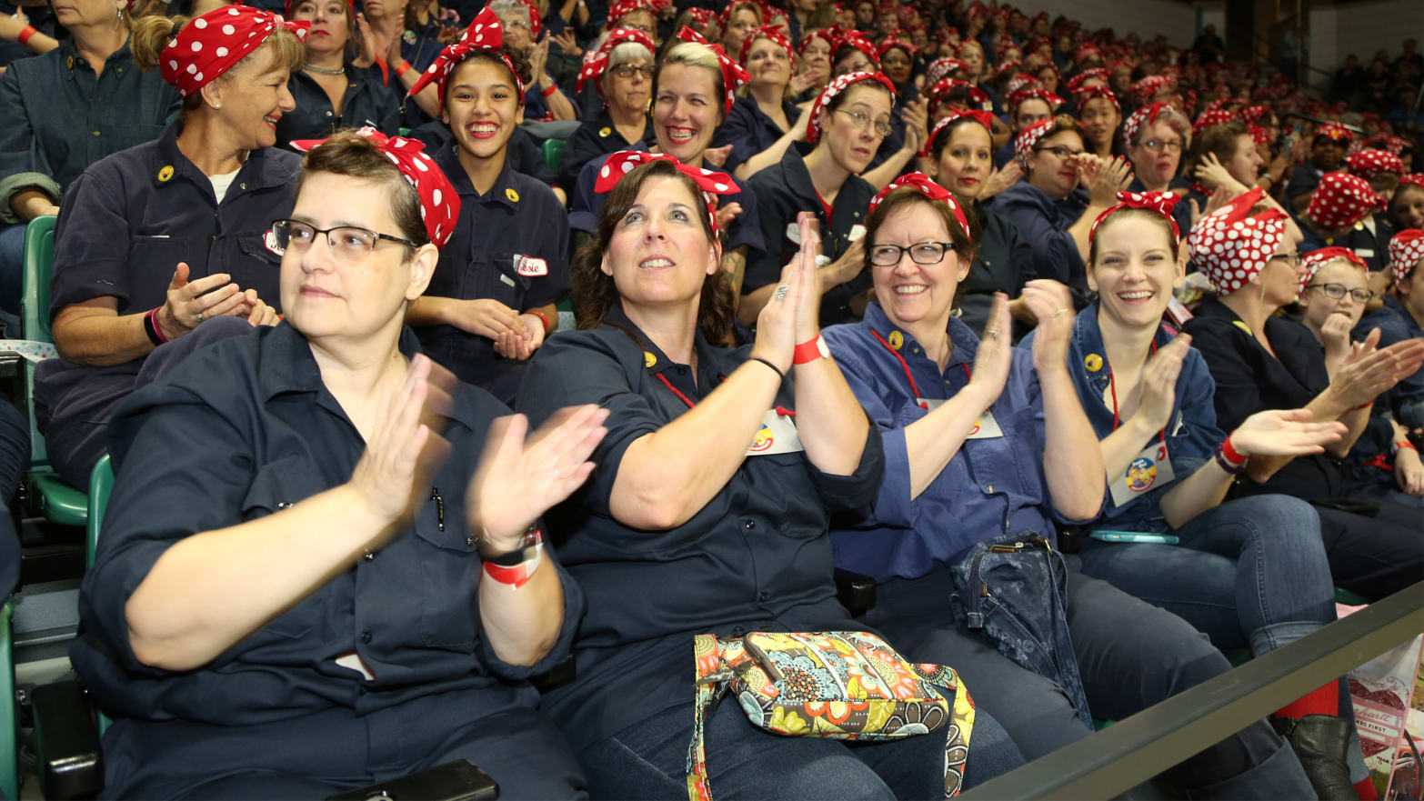 Here's What Happens When You Put 3,755 Rosie The Riveters In One Room