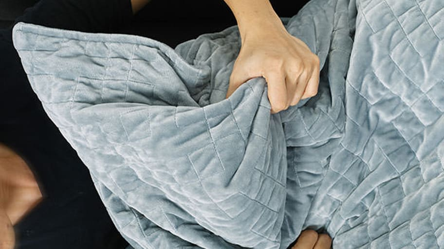 This Weighted Blanket Is Proven to Reduce Stress And Anxiety f233d6bfa