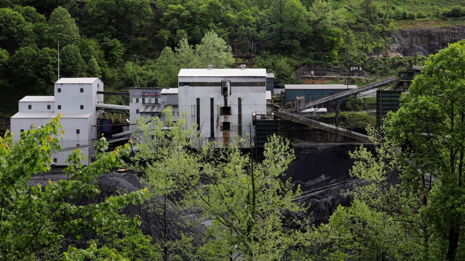 Authorities Arrest Four People Who Got Trapped in West Virginia Coal