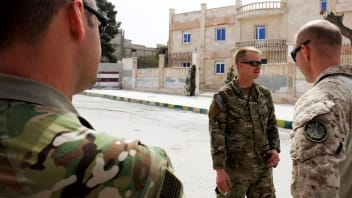 US Soldiers stand at attention during a visit of a US delegation to the YPG-held northern Syrian city of Manbij, where the US has a military presence, on March 22, 2018. / AFP PHOTO / Delil souleiman        (Photo credit should read DELIL SOULEIMAN/AFP/Getty Images)