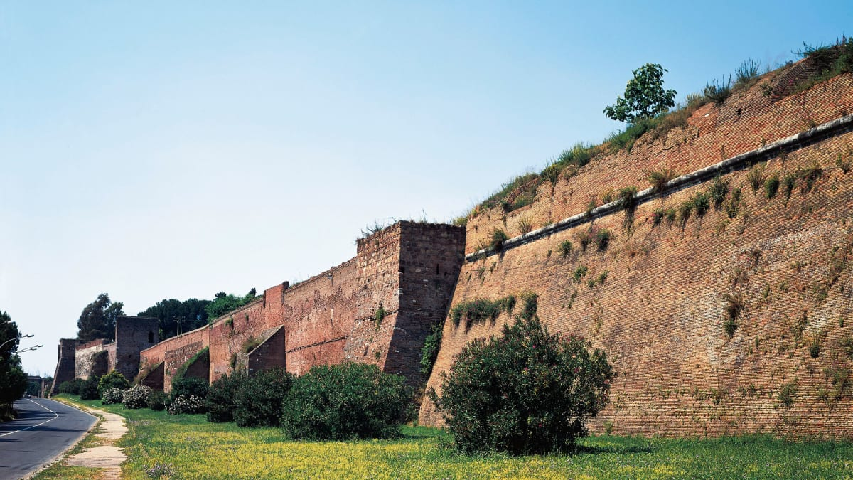 The Fitness-Friendly Way to See Rome's Bloody Side