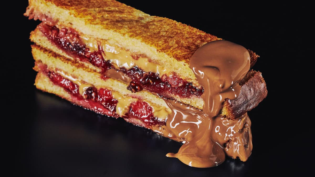 Make This Fried Peanut Butter, Jelly & Chocolate Sandwich This Weekend