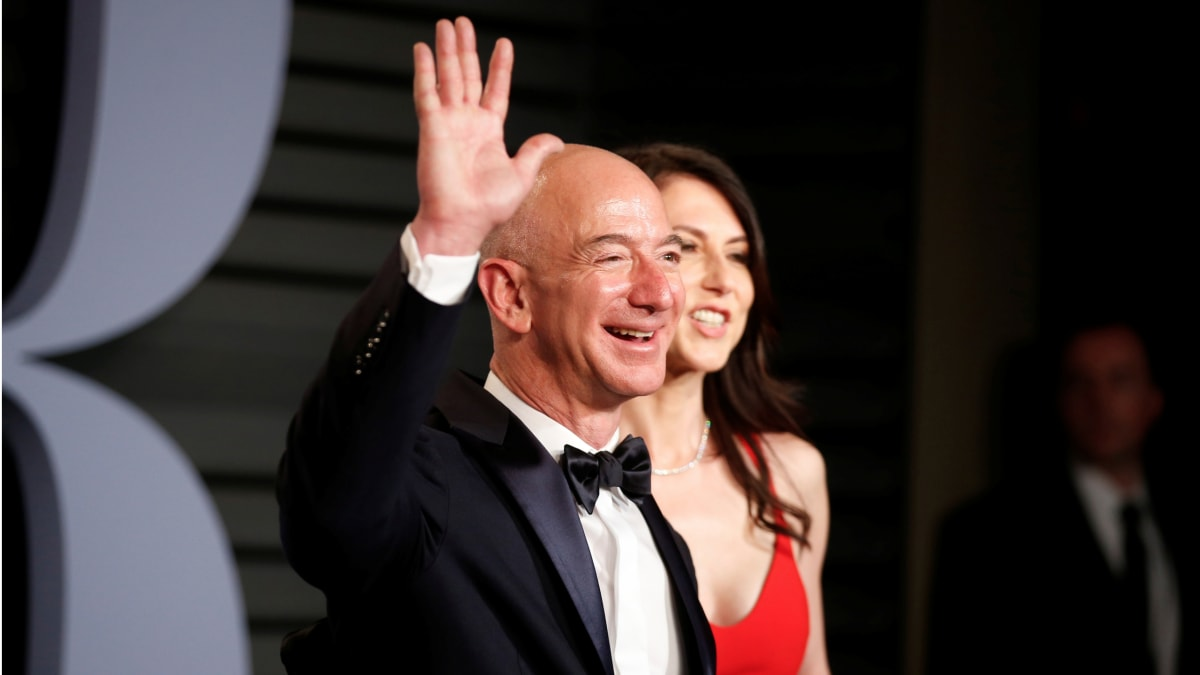 Jeff Bezos 'Had No Prenup' and Is Now Braced for Record $137 Billion Divorce