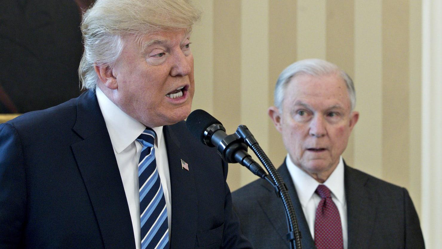 טראמפ קאמפיין פירער קעגן סעשאנס