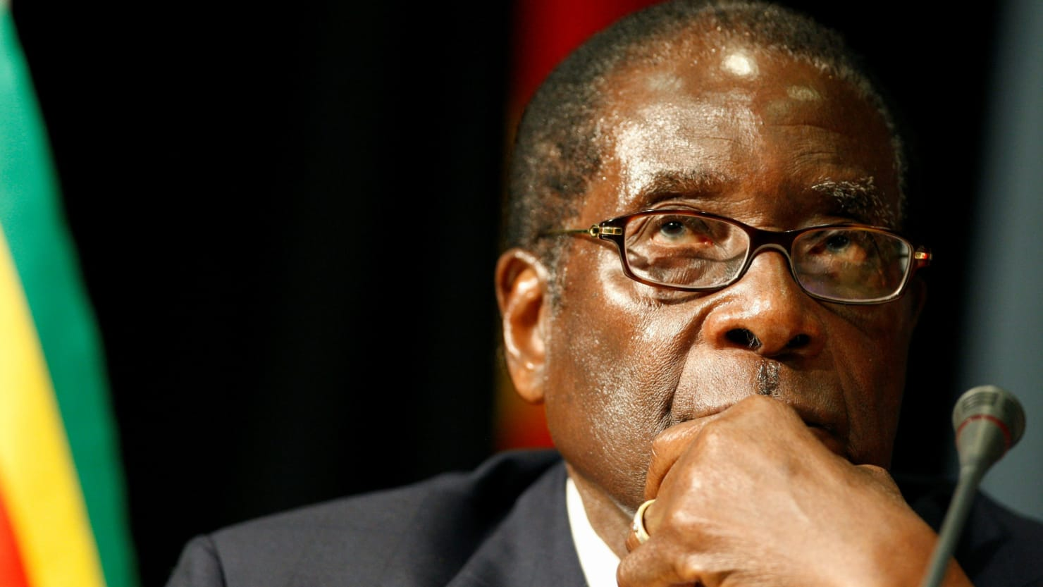 In Zimbabwe, the cannibal Mugabe is being overthrown (photo)