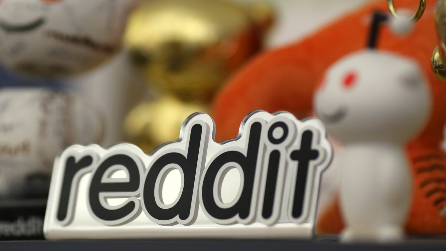 Reddit Admits to Removing a 'Few Hundred' Russian Propaganda Accounts